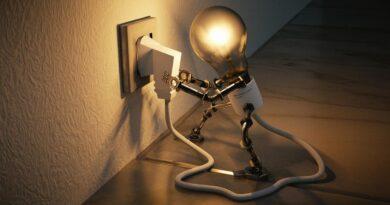 Cambiare gestore luce senza pagare il precedente: un fenomeno in crescita?